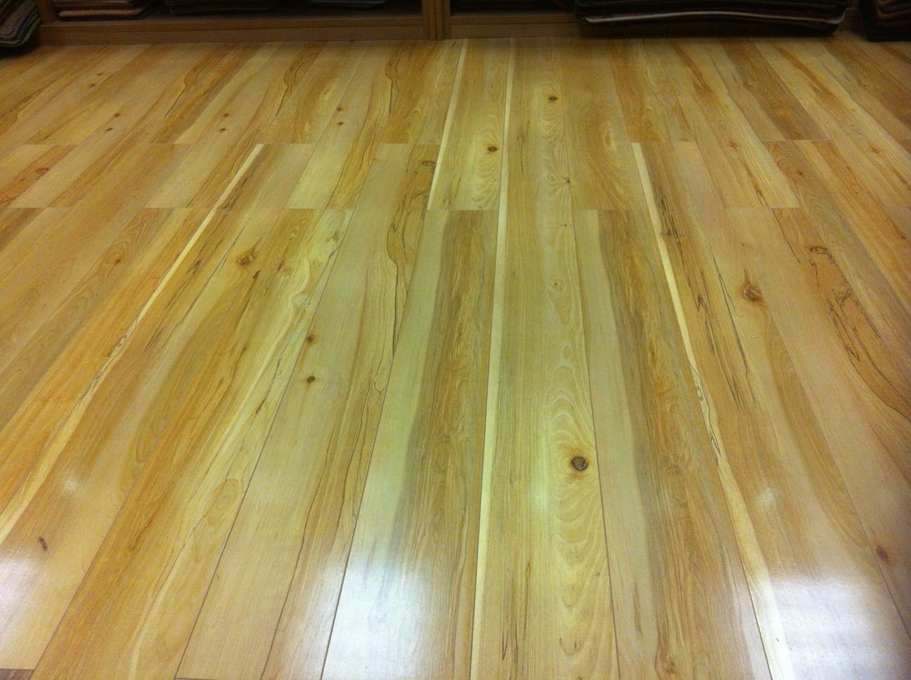 Maple wood laminate flooring reduced to clear carpets for Maple laminate flooring